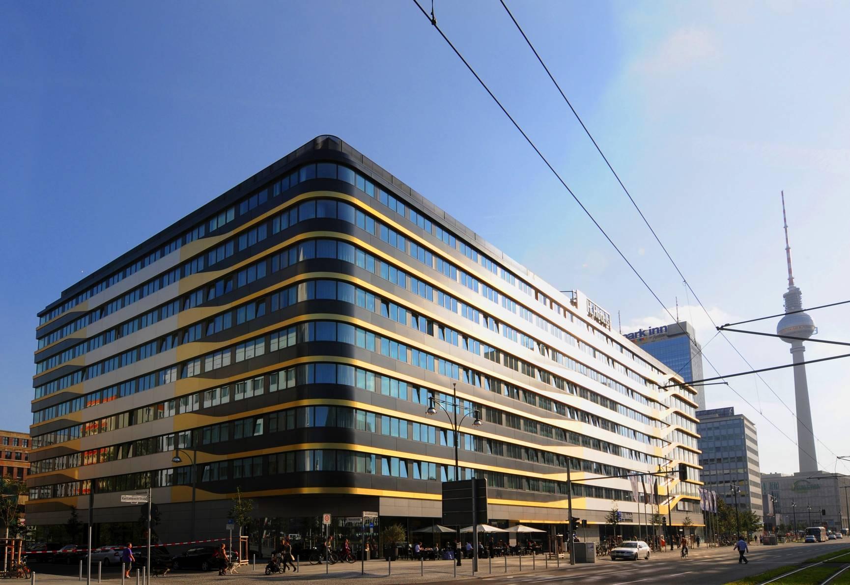 aussenansicht-tag-04-h4-hotel-berlin-alexanderplatz-1730x1191