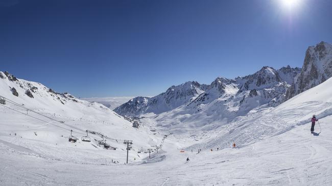 SkiingFrenchPyrenees-ST