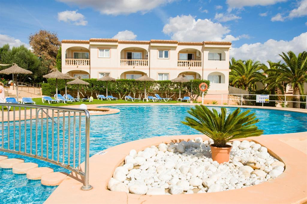 5 night stay in well rated aparthotel on mallorca flights from manchester for only 117 - Booking mallorca apartamentos ...
