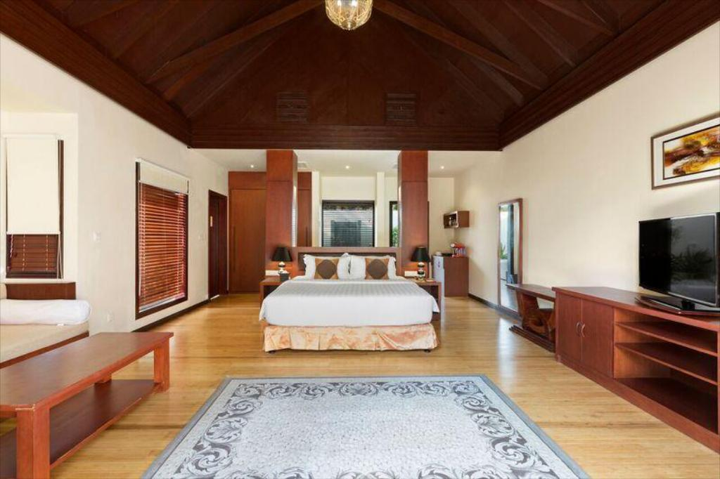 Luxurious 110 M Villa At 5 Furaveri Island Resort And Spa In