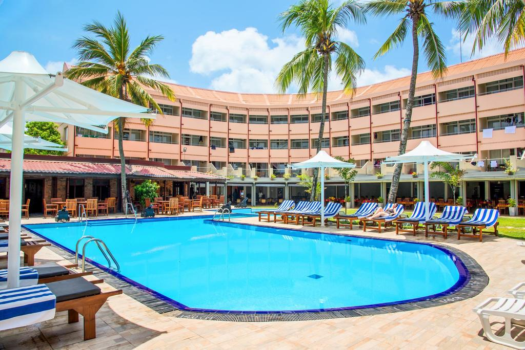 Half Board 7 Night Stay At Top Rated Beach Hotel In Sri