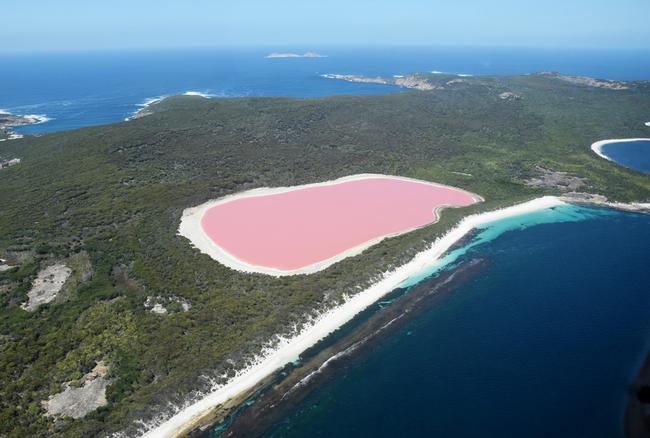 LakeHillierWesternAustralia-ST