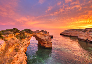 7-night B&B stay in well-rated & beachfront 4* hotel in Algarve + flights from London for only £80!