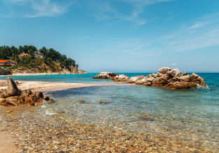 JUNE: 7-night stay in well-rated resort in Halkidiki peninsula with half board + flights from Hamburg for €230!