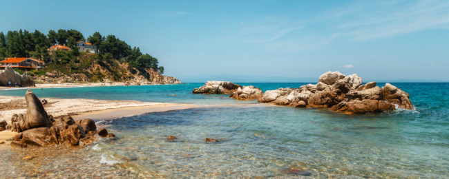 7-night stay in well-rated aparthotel in the Halkidiki peninsula with breakfasts + flights from Vienna for just €151!