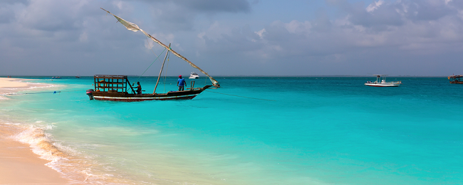 High Season! 7-night stay in top-rated beach bungalow in Zanzibar + direct flights from Brussels for only €393!
