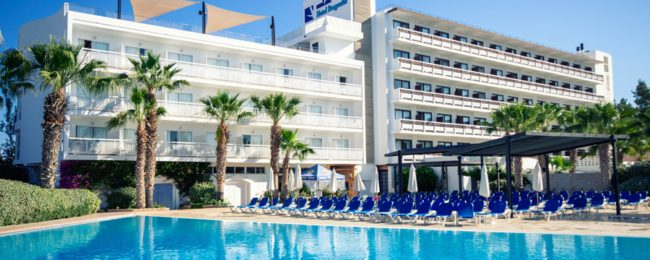 Half Board stay in a well-rated hotel on Ibiza for only €24 per person!