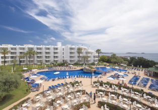 Hotel deal! 4* beachfront hotel in Ibiza for just €24/night per person!