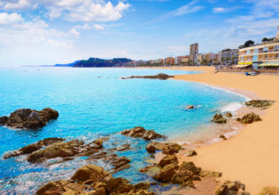 Bed+breakfast stay at top-rated 4* apartment hotel on beautiful Costa Brava for only €19/ $20 per person!