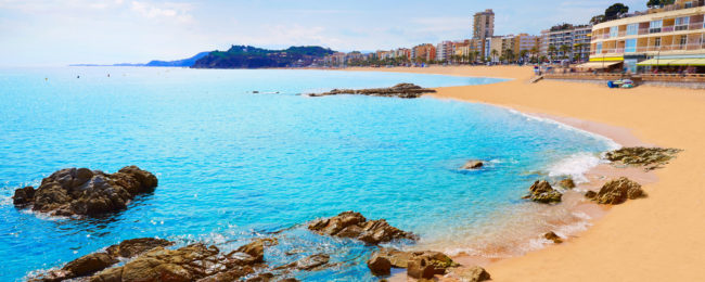 Sunny holiday in Costa Brava, Spain! 9 nights at well-rated aparthotel + direct flights from Chicago for only $398!