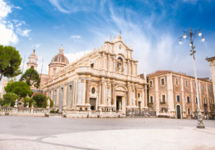 Long weekend in Sicily! 4 nights at central and well-rated apartment in Catania, Sicily + cheap flights from Berlin for €102!
