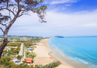 MAY! 7-night stay at well-rated & beachfront bungalow resort on the Italian Adriatic coast + cheap flights from Frankfurt Hahn from just €79!