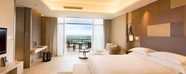 King double room in astonishing Hilton luxury hotel on Hainan Island for €31/ $33 per person!