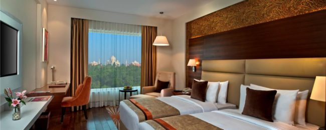 Deluxe double room in luxury 5* hotel nearby Taj Mahal for €17/ $18 per person!