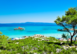 Sunny vacation in Greece! 7 nights at well-rated aparthotel in Halkidiki peninsula + cheap flights from Vienna for just €129!