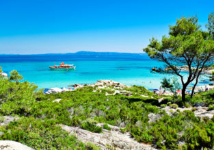 Double room at well-rated and beachfront resort in Halkidiki peninsula, Greece for just €31/night! (€15.5/£13 pp)