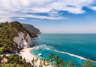 JUNE! 8-night stay at beachfront hotel on the Italian Adriatic coast + cheap flights from London for just £187!