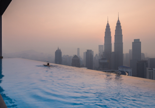 82m² suite at 5* The Face Kuala Lumpur with the iconic rooftop pool from only €78/night! (€39/ $43 per person)! Xmas for only €4 more!