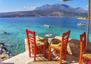 Holiday in Greece! 7 nts beachfront hotel in Peloponnese Peninsula + flights from Sofia only €104!
