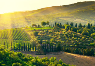 B&B stay at well-rated 4* romantic hotel overlooking the Tuscany countryside for just €48/night! (€24/ £21 pp)