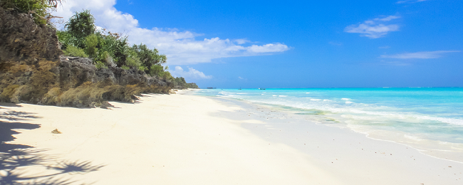 High Season! 7-night stay in top-rated beach bungalow in Zanzibar + flights from Paris for only €437!