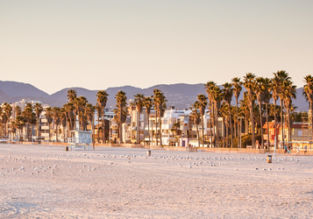 Direct flights from Oslo to Los Angeles or vice versa for just €252/$284!
