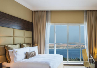 Deluxe double room at 5* luxury hotel in the UAE for only €21/ $24 per person!