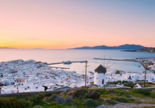 5-night stay in sea view apartment on beautiful Greek island Mykonos + flights from Milan for just €136!