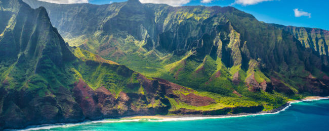 Cheap non-stop flights from California to Hawaii from only $277 with two checked bags included!