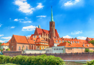 Summer! Weekend stay at 5* Radisson Blu Hotel in Wroclaw, Poland for only €30/ $34 per person!