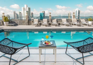 Deluxe double room (42 m²) at 5* luxury hotel in Panama City for €29/ $34 per person!