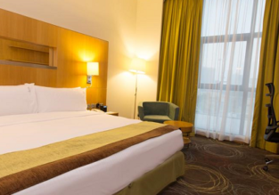 Deluxe King room at top rated 4* hotel in the UAE for only €13.50/ $15 per person! (breakfast incl.)