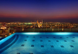 Queen Superior room at 5* luxury hotel in Dubai for €23/ $26 per person!