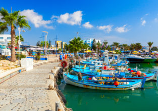 Sunny break in Cyprus! 5 nights at well-rated apartment + cheap flights from London for just £99!
