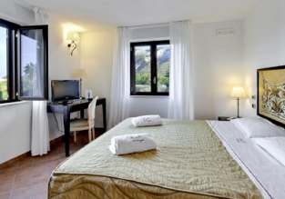 B&B stay at top rated 4* hotel in Vulcano, Lipari Islands for only €45! (€22/ $26 per person)