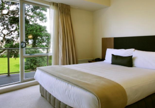 HOT! B&B stay at 5* apartment hotel in Auckland, New Zealand for only €27! (€13/ $16 per person)
