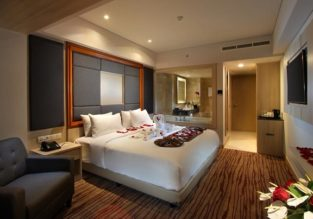 Double deluxe room at well-rated 4* hotel in Bali for €11/night (€5.5/ $6 per person)!