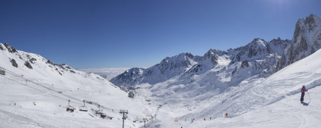 Ski break on the French Pyrenees! 4 nights at well-rated apartment + car hire & flights from London for just £94!