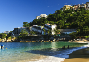 7-night stay at well-rated hotel in Puerto Vallarta + cheap flights from Chicago for $306!