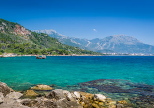 Late Summer! 7-night stay at sea view apartment in Montenegro + flights from Milan for only €82!