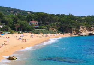 7-night stay at well-rated aparthotel in Costa Brava + cheap flights from Berlin for just €133!