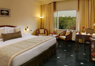 5* Clarks Shiraz Hotel & Spa nearby Taj Mahal for only €39! (€19.5/ £17 pp incl. breakfast)
