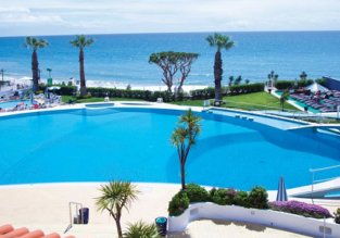 Deluxe room at 5* Grand Muthu Oura View in Algarve for only €36! (€18/ $21 per person)