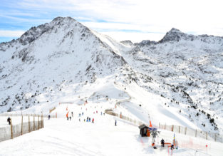 Ski week in the Andorran Pyrenees! 7 nights well-rated aparthotel + car hire & cheap flights from London for just £128!