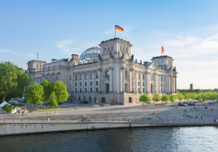 Summer! 4* Select Hotel Berlin The Wall for only €49! (€24.5 /$27 pp)