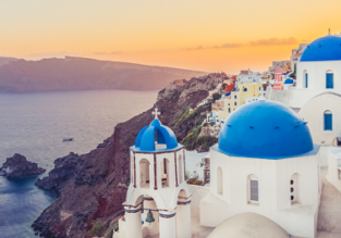 Spring! Cheap flights from Milan to Mykonos or Santorini from only €39! Summer for €15 more!