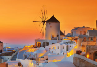 SPRING: 7 nights at very well-rated hotel on magic Santorini + flights from London for just £176!
