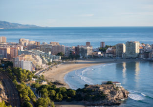 MAY: 7 nights at beachfront apartment on the Spanish Mediterranean coast + cheap flights from London for just £132!
