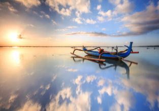 Early Summer! 2 weeks in top-rated 4* hotel in Bali + 5* Cathay flights from Zurich from only €518!