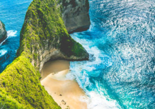 Cheap full-service flights from Amsterdam to Bali or Jakarta from only €351!